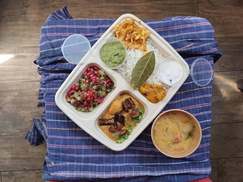 טאלי ספיישל- ארוחת צהריים הודית, אורז בסמטי מזן מובחר מרק...